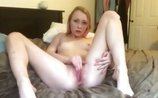 Blonde babe lying there naked fingering her pussy