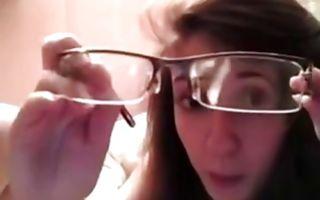 Seductive brunette girlfriend sucks a huge ramrod in amateur xxx video