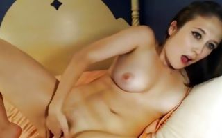 Gorgeous brunette rubs her shaved clit in homemade porn video